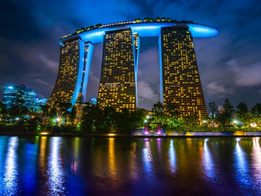 Marina bay sands singapour la piscine la plus haute du for Singapour hotel piscine sur le toit